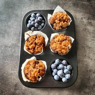 Blauwe bessen muffins met een crumble
