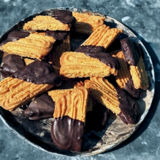 Utrechtse spritsen met pure chocolade