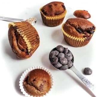 Gezonde muffins met frambozen en chocolade